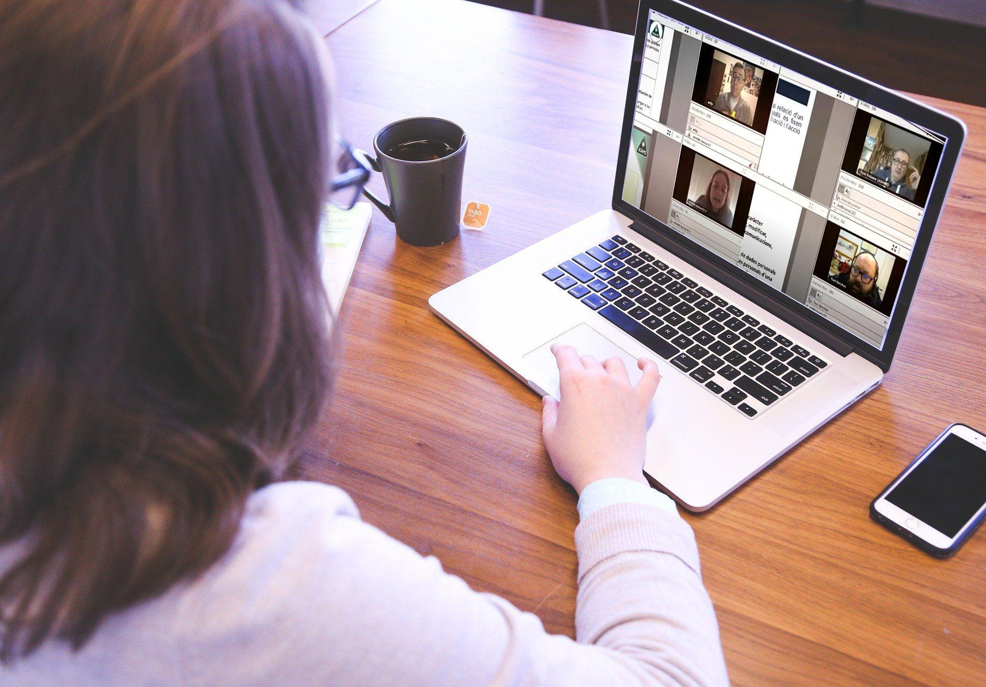 Desde el aula presencial a la virtual